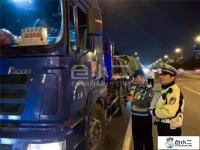 无锡上跨桥侧翻事故之后,全国多地严查车辆超限超载